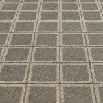 Er der nogen derude, som trænger til nyt liv i haven? I dag skal vi tale om betonfliser, som er nogle super klassiske fliser at have liggende.